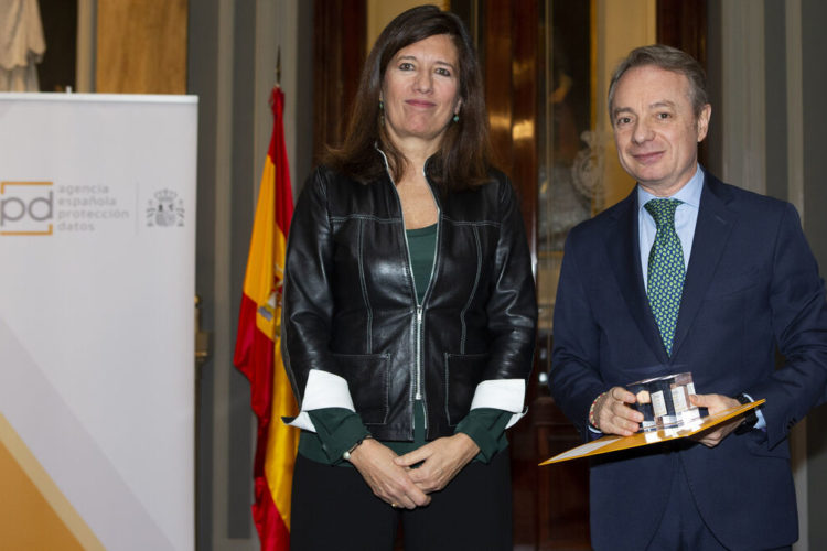 Mar España, directora de la AEPD, y Lorenzo Cooklin, director general FMM